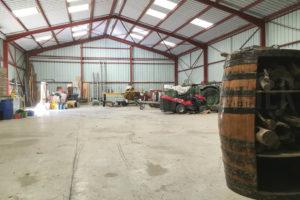 Intérieur du hangar de la grande propriété à vendre en seine-et-marne