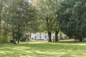 L'habitation vue depuis le parc