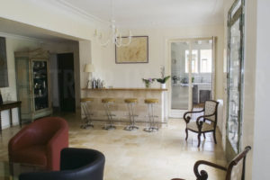 Entrée de la grande demeure à vendre en Seine-et-Marne