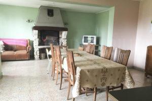 Salon de la grande maison de l'ensemble immobilier à vendre en seine-et-marne
