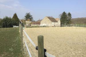 Carrière chevaux de la ferme équestre à vendre dans l'Yonne