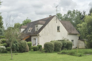 Domaine avec ses deux habitations à 19 km du centre de Paris