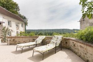 Terrasse et chaises longues de la ferme à vendre 77