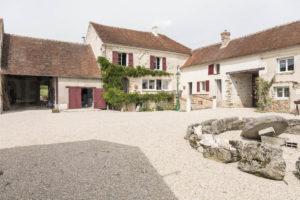 Cour et habitation de la ferme fortifiée à vendre