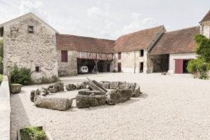 La cour et bâtiments de ferme