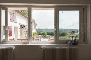 Vue par les fenêtres de la salle à manger