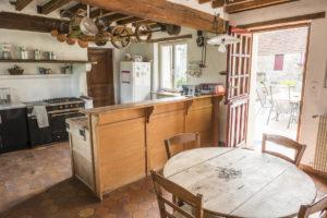 Cuisine et accès à une terrasse