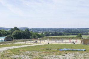 Terrain agricole et installations équestres