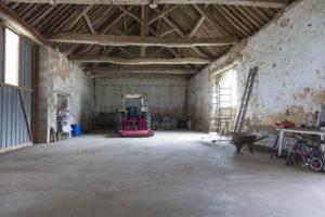 Hangar du corps de ferme à vendre