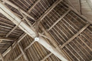 Charpente hangar du corps de ferme à vendre dans l'Yonne