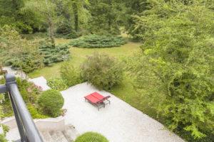 La terrasse et le parc de la maison à vendre à Fontainebleau
