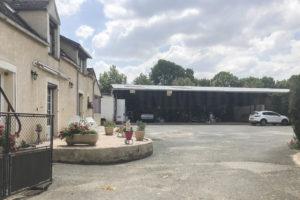 Cour de la ferme équestre à vendre dans l'Yonne