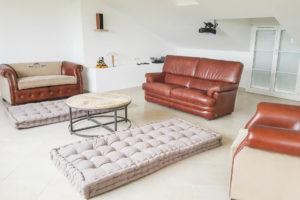 Pièce avec meubles