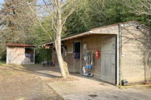 Boxes à chevaux de la propriété équestre à vendre