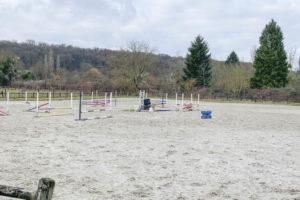 Carrière pour chevaux du centre équestre 77