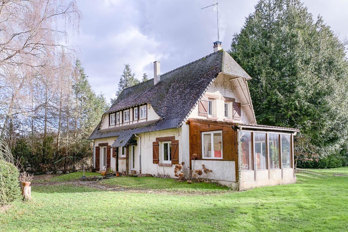 Maison de campagne sur 5 240 m² de terrain