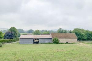 Terrain et bâtiment de la propriété équestre