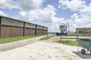 bâtiment et silos