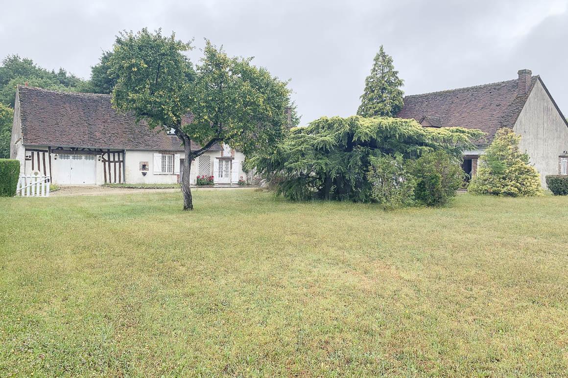 Maison de campagne, deux habitations avec parc de 6 600 m²
